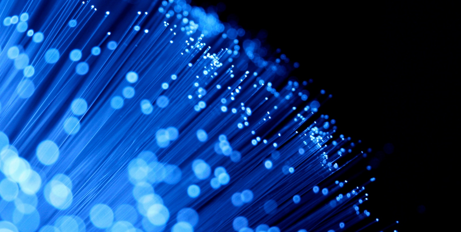 Telefónica reducirá un 35% su plan de fibra ante el órdago de la CNMC